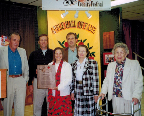 From left to right: Tom Singer, Jim Bittner, Margo Sue Bittner, Mark Singer, Jacqueline Singer, Grace Singer